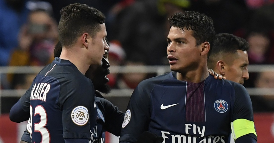 Thiago Silva, zagueiro do PSG, comemora gol marcado contra o Dijon, pelo Campeonato Francês