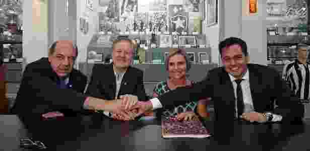 Dirigentes do Botafogo e da Caixa na assinatura de contrato em março - Vítor Silva/SSPress/Botafogo