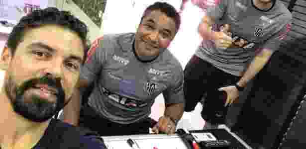Bolívar acompanha treino do Atlético-MG ao lado de Roger Machado - Arquivo Pessoal