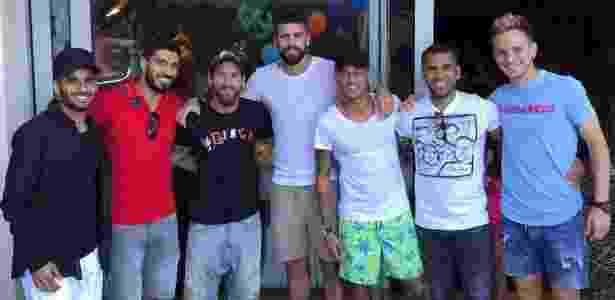 Douglas, Suárez, Messi, Piqué, Neymar, Dani Alves e Rakitic na festa de Davi Lucca - Reprodução/Instagram