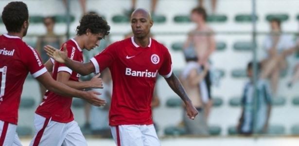 Alan Costa vai rescindir seu contrato e assinar com o Coritiba por dois anos