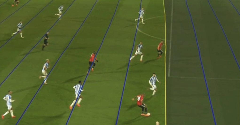 Imagem usada em TV inglesa mostra linhas tortas em análise do árbitro de vídeo