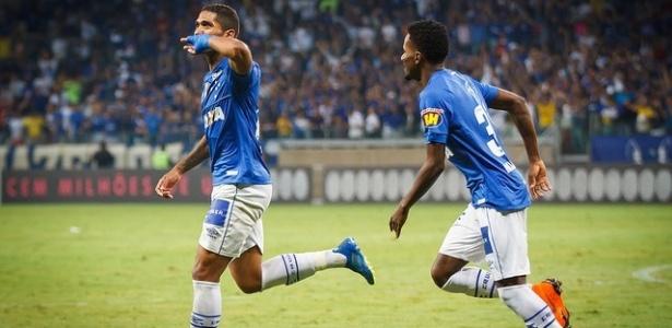 Raniel comemora um de seus seis gols pelo Cruzeiro em 2018