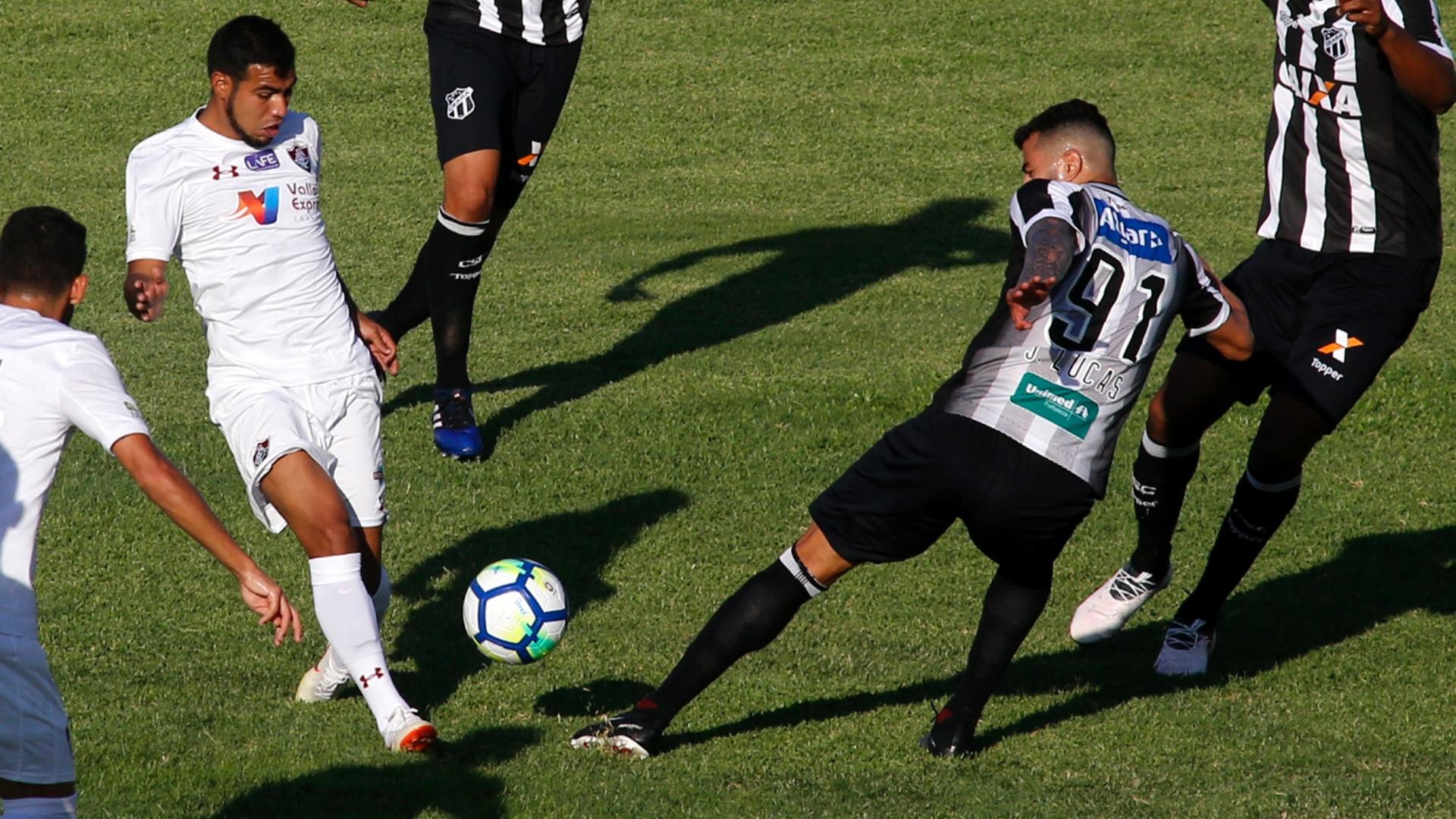 Sornoza é marcado por João Lucas no jogo entre Ceará e Fluminense
