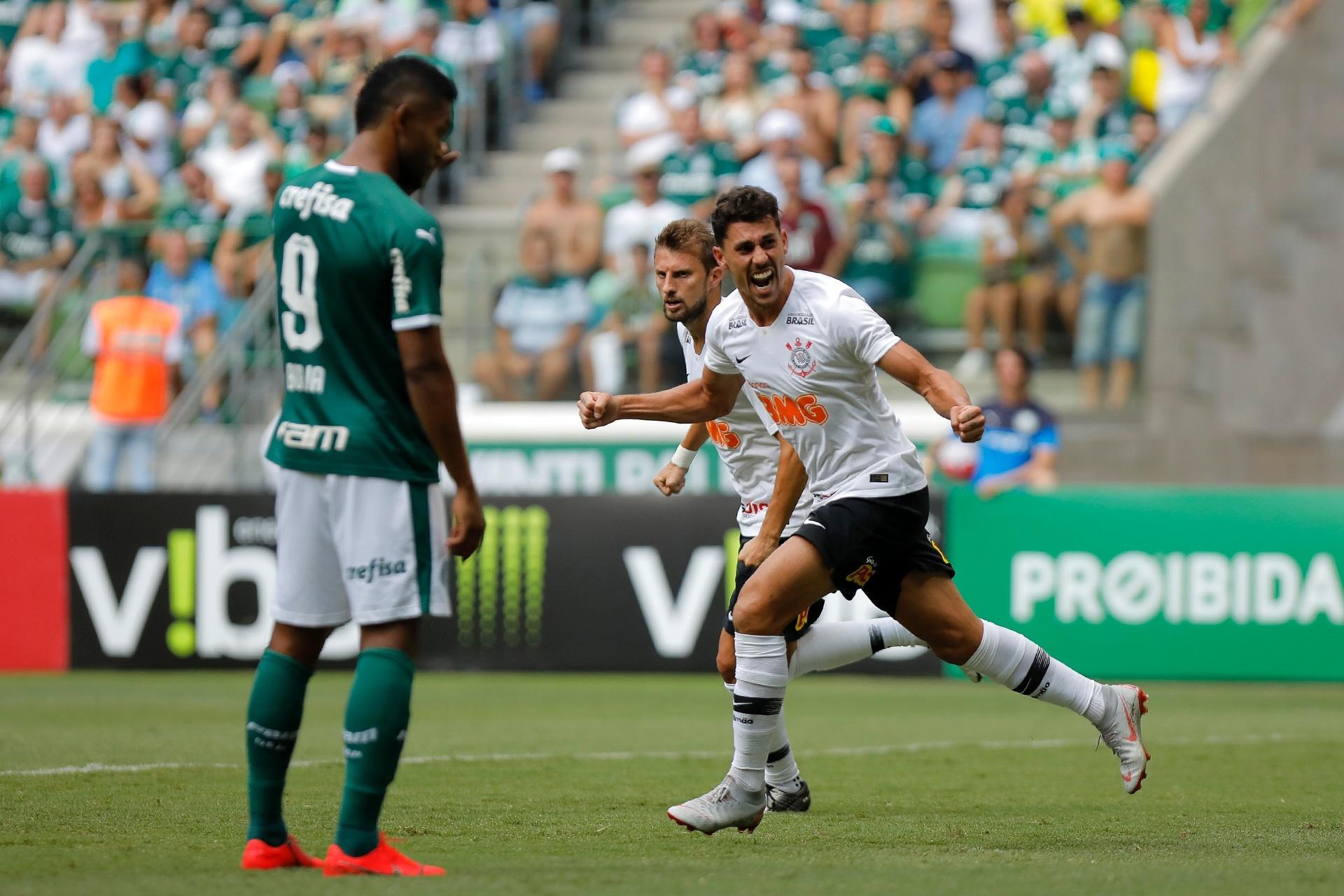 [Comente] Você é a favor da renovação de contrato do lateral Danilo Avelar?