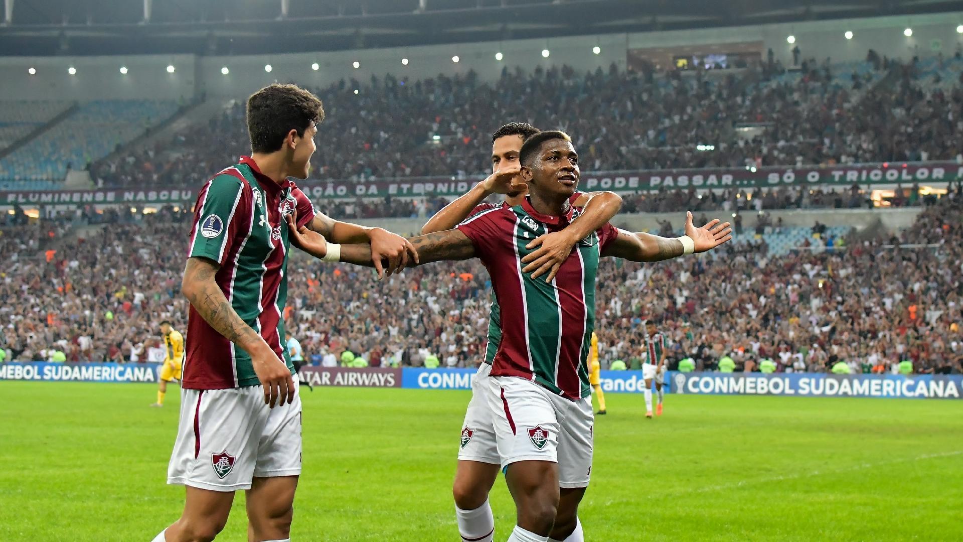 Yony González comemora gol do Fluminense contra o Peñarol