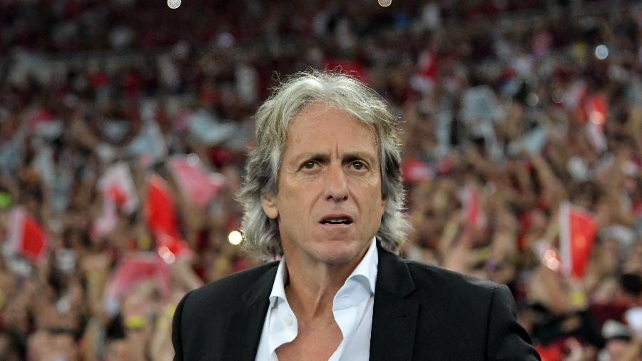 Revolucionando, Jorge Jesus pode atingir feito histórico no Flamengo