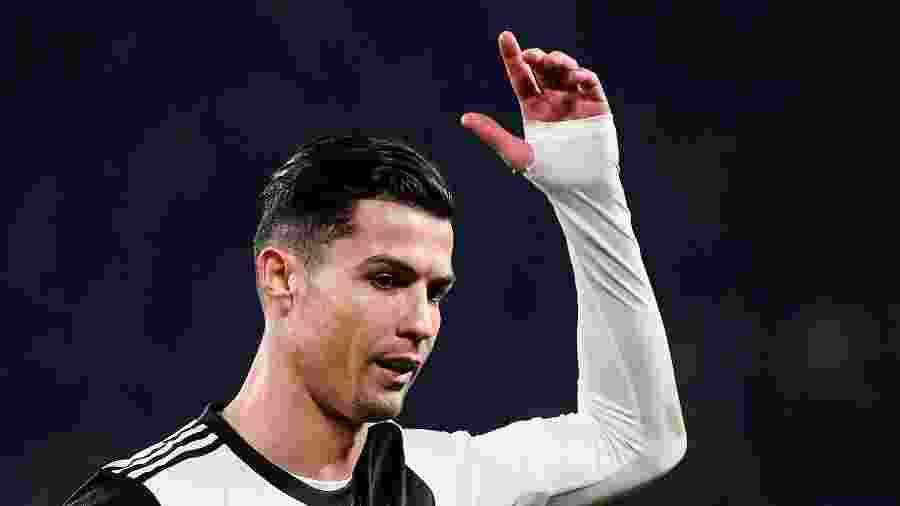 Cristiano Ronaldo se irritou ao ser substituído em jogo da Juventus contra o Milan - Marco Bertorello/AFP