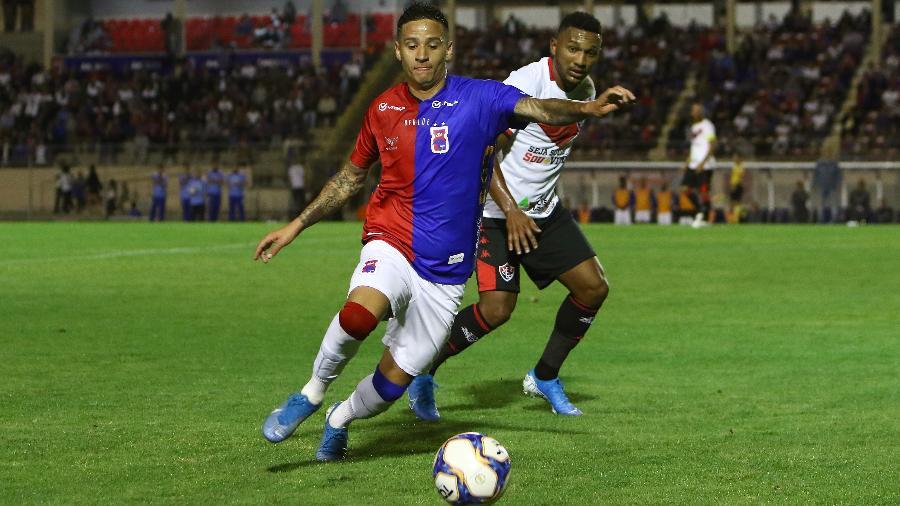 Mercado da Bola 2020: Luiz Otávio defendeu o Paraná, em 2019, e é o sétimo reforço do Botafogo para temporada - Robson Mafra/AGIF