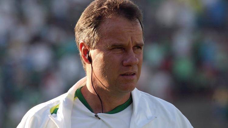 Paulo Bonamigo comanda o Palmeiras durante clássico com o Santos em 2005 - Fernando Santos/Folha Imagem