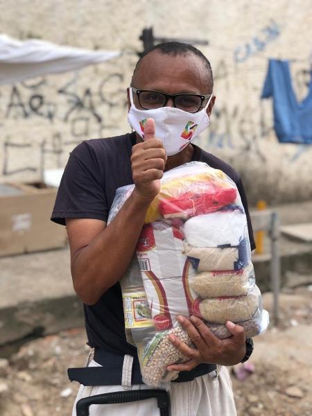 Thiago Neves comemorou o resultado da entrega de alimentos organizada por Patric - Reprodução