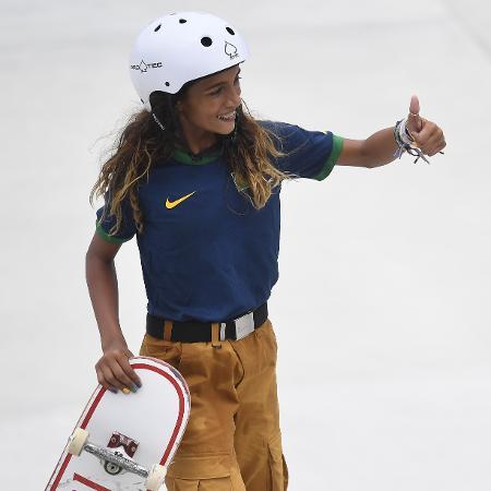 Rayssa Leal comemora após manobra nas eliminatórias do skate olímpico - TOBY MELVILLE/REUTERS