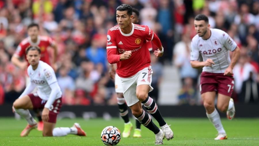 Cristiano Ronaldo em ação pelo Manchester United contra o Aston Villa no Campeonato Inglês - GettyImages