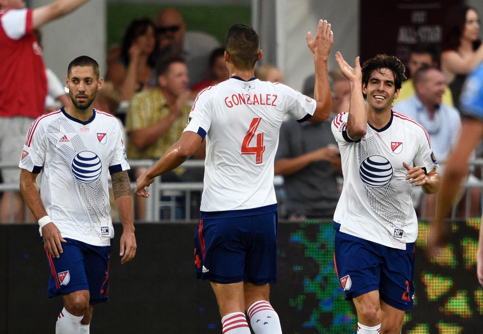 Brasileiros no mundo  Kaká supera separação e Ramires leva aula de Mourinho  - 02 08 2015 - UOL Esporte 763833ec0fb66
