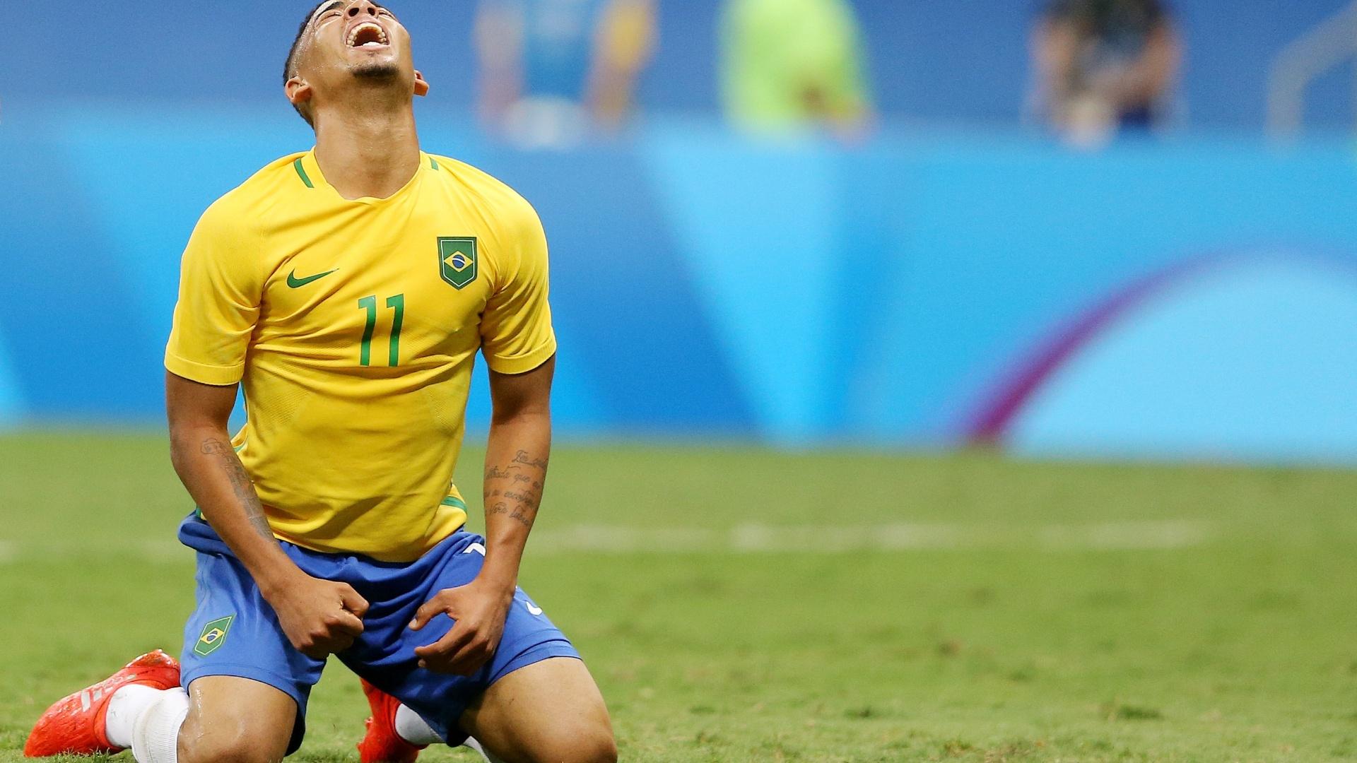 Gabriel Jesus lamenta lance perdido do Brasil contra a seleção iraquiana