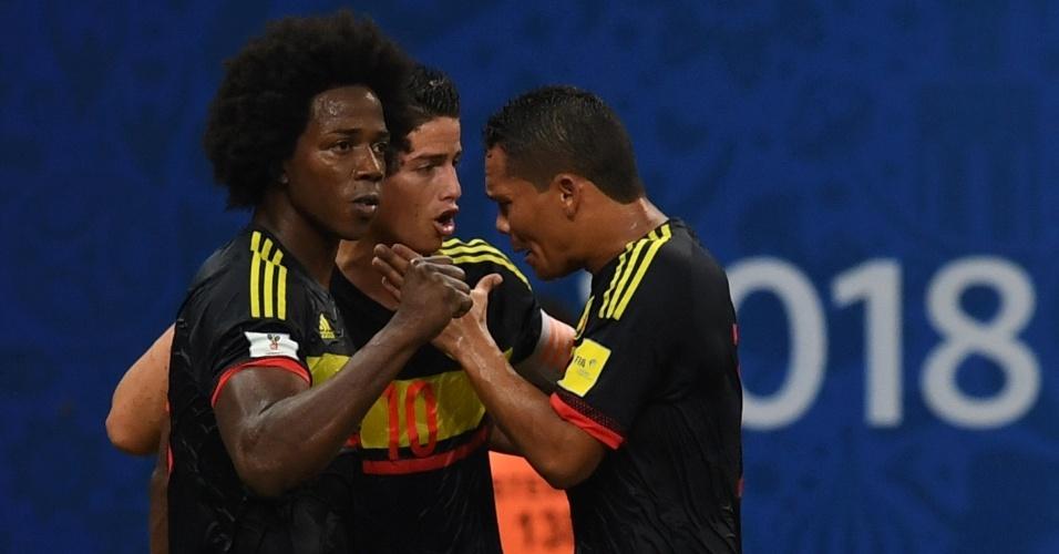 Jogadores da Colômbia comemoram gol de empate contra o Brasil na Arena Amazônia