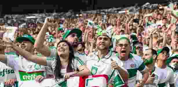 Torcida do Palmeiras comemora o gol de Fabiano, que abriu o placar no Allianz Parque - Eduardo Knapp/Folhapress - Eduardo Knapp/Folhapress