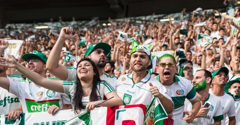 Torcida do Palmeiras comemora o gol de Fabiano, que abriu o placar no Allianz Parque