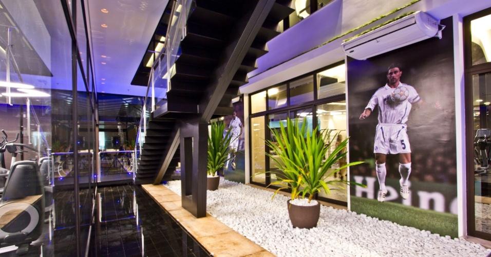 A academia de Marcelo Bordon em Ribeirão Preto tem projeto futurista, ambiente moderno e é cheia de tecnologia