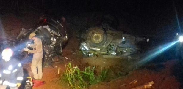 Acidente envolvendo dois carros no Paraná