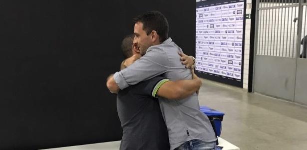 Fisioterapeuta do Botafogo se emociona e chora ao se despedir de Montillo