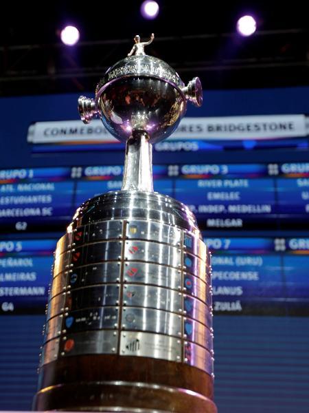Detalhe da taça da Libertadores em sorteio dos grupos do torneio em edição anterior - REUTERS/Jorge Adorno