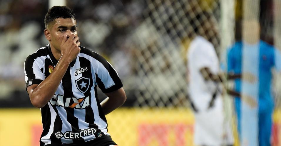 Brenner comemora gol do Botafogo sobre o Vasco