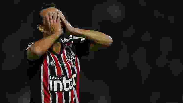 Nenê lamenta durante o revés por 2 a 0 para o Talleres no jogo de ida - DIEGO LIMA / AFP - DIEGO LIMA / AFP