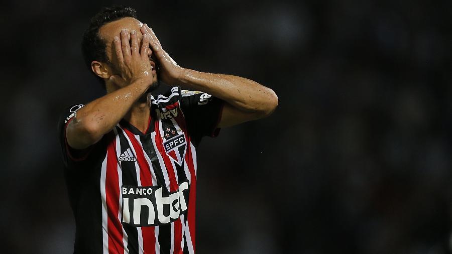 Nenê não deve defender o São Paulo em clássico - DIEGO LIMA / AFP