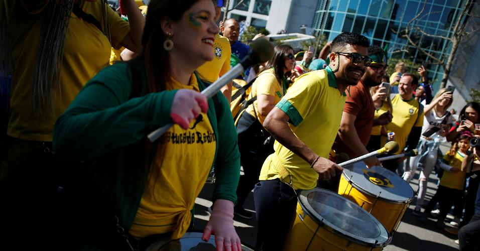 Torcida da seleção brasileira chega ao Estádio do Dragão para Brasil x Panamá
