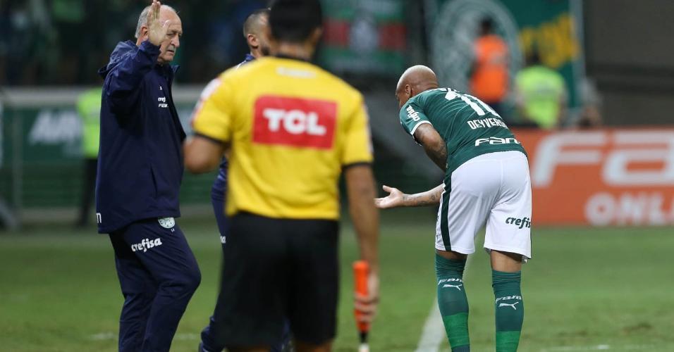 Felipão cumprimenta Deyverson durante Palmeiras x Internacional