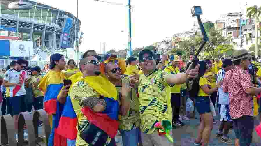 Torcedores da Colômbia na Arena Fonte Nova antes da estreia contra a Argentina, na última semana - Gabriel Carneiro/UOL