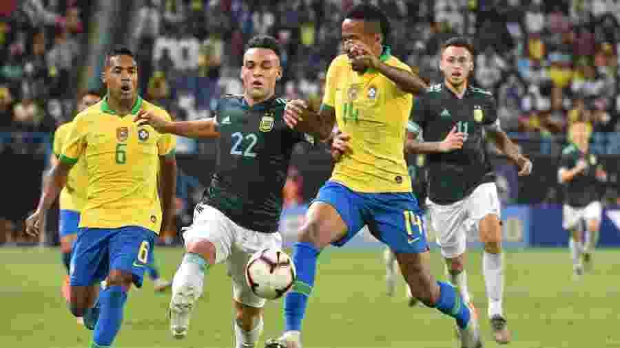 Brasil perdeu por 1 a 0 para a Argentina em amistoso e chegou a cinco jogos sem vencer - Fayez Nureldine/AFP