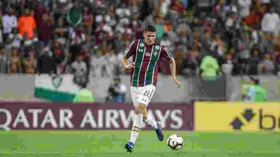 Zagueiro Nino, do Fluminense, em ação antes da paralisação dos campeonatos  - Lucas Merçon / Fluminense