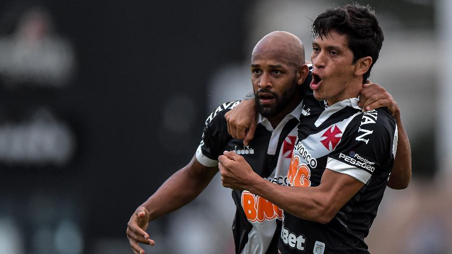 Fellipe Bastos e Cano comemoram gol do Vasco contra o Macaé - Thiago Ribeiro/Thiago Ribeiro/AGIF