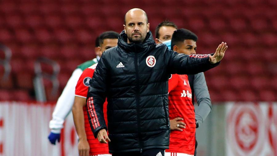 Miguel Ángel Ramírez comanda o Internacional contra o Always Ready na Libertadores - Silvio Avila/Getty Images