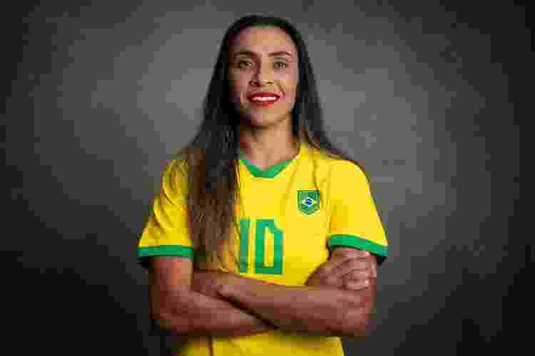 Marta escondeu o símbolo da Nike do uniforme, em protesto contra valores de patrocínio para o futebol feminino - CBF - CBF