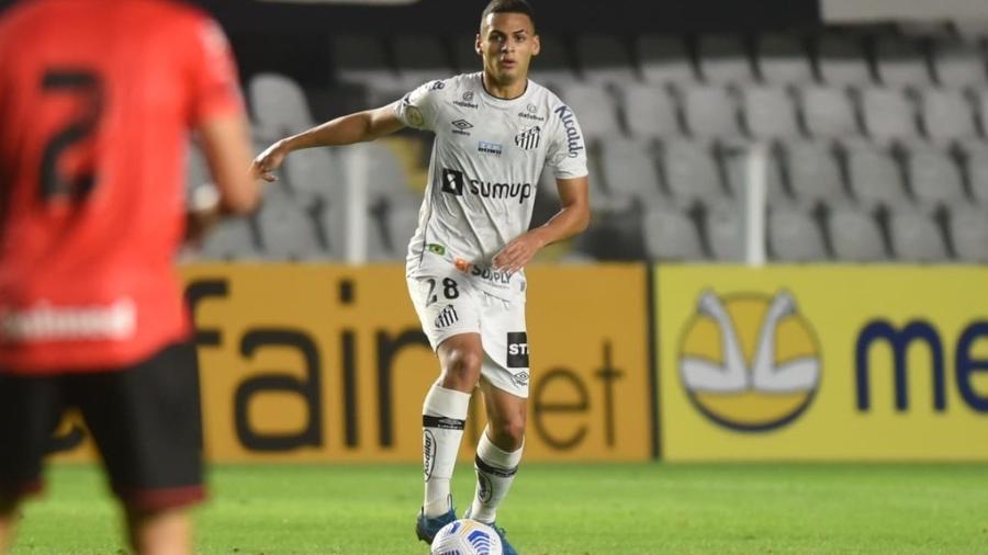 Kaiky, jogador do Santos, em partida contra o Atlético-GO, pelo Brasileirão 2021. - Ivan Storti/Santos FC