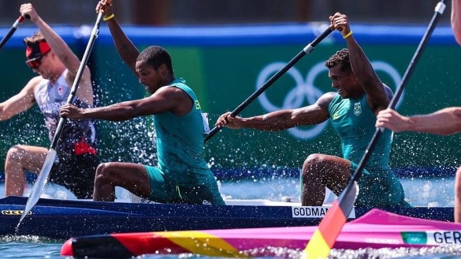 Jacky Godmann e Isaquias Queiroz disputando a semifinal de C2 1000m nas Olimpíadas de Tóquio - Wander Roberto/COB