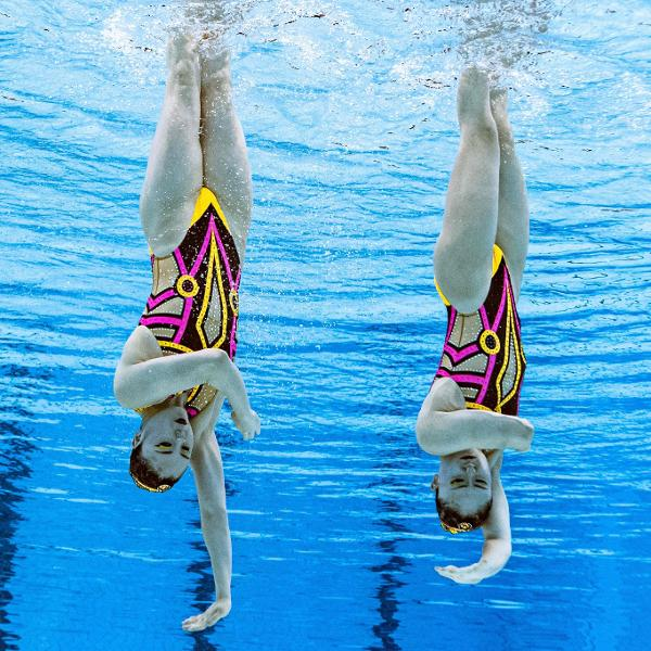 Yukiko Inui e Megumu Yoshida, do nado artístico japonês, nas Olimpíadas de Tóquio