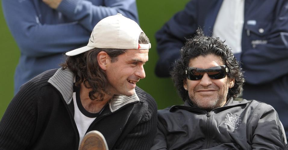Mancuso e Maradona acompanham juntos treino da Argentina para a Copa Davis em 2008