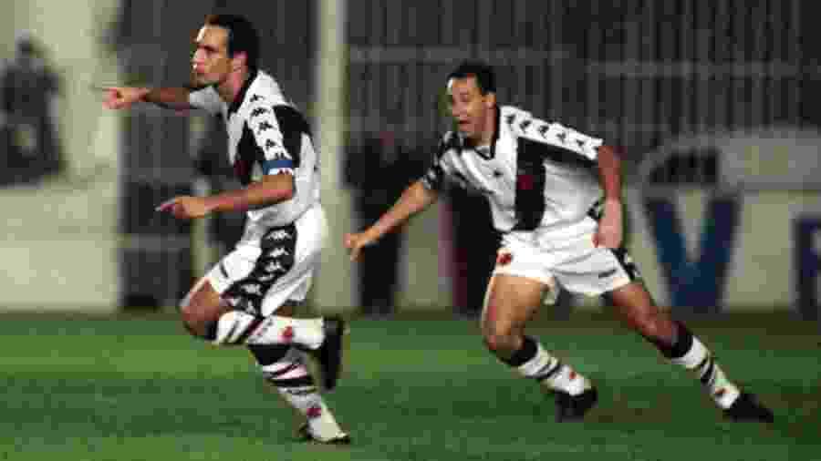 Edmundo, ao lado de Evair, celebra gol do Vasco em 1997: ex-atacante fez 29 gols naquela edição e foi artilheiro - Folha Imagem/Arquivo