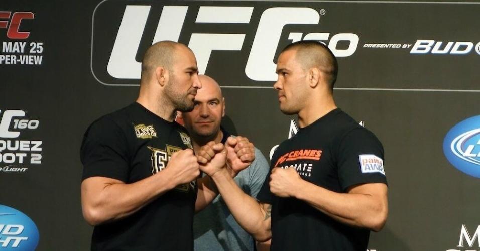 Glover Teixeira encara Te Huna depois da entrevista do UFC 160