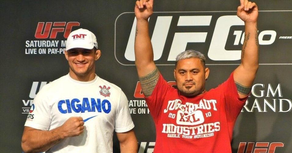 Júnior Cigano dos Santos e Mark Hunt depois da coletiva do UFC 160
