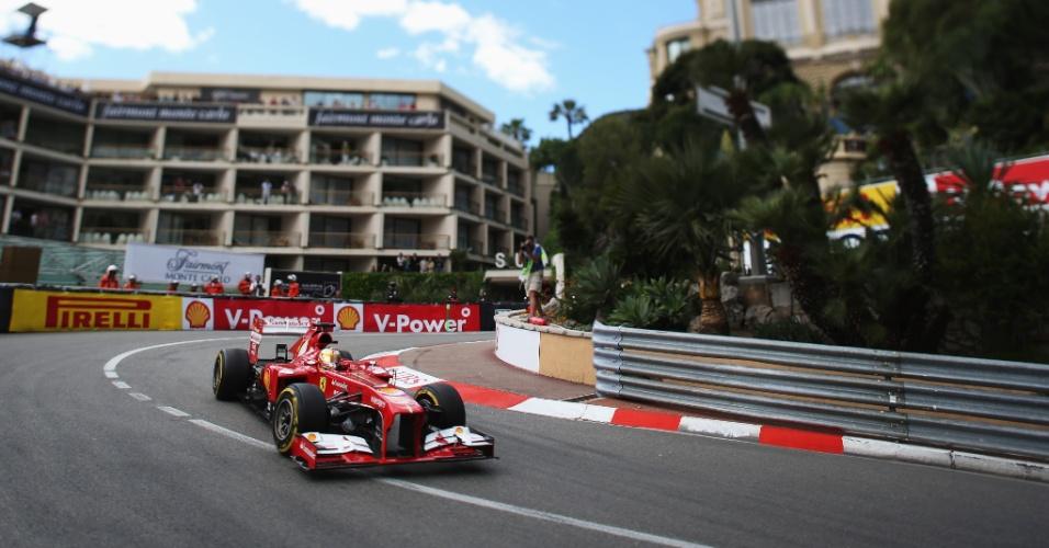 25.mai.2013 - O espanhol Fernando Alonso guia sua Ferrari durante os treinos para o Grande Prêmio de Mônaco