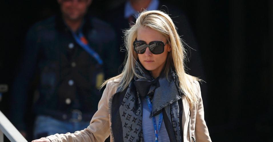 25.mai.2013 - Jennifer Becks, namorada do piloto Adrian Sutil, caminha durante a sessão de treinos em Monte Carlo