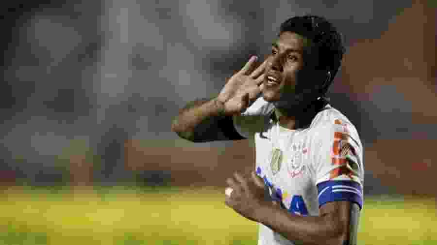 Paulinho em partida do Corinthians em 2013 - Fernando Donasci/UOL