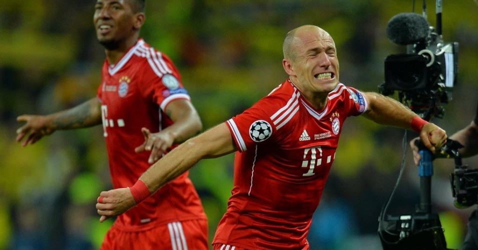 25.mai.2013 - Robben chora ao fazer gol da vitória do Bayern de Munique sobre o Dortmund
