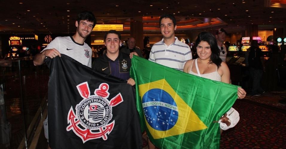 25.mai.2013 - Torcedores do Brasil marcam presença em Las Vegas para a disputa de cinturão entre Pezão e Velasquez