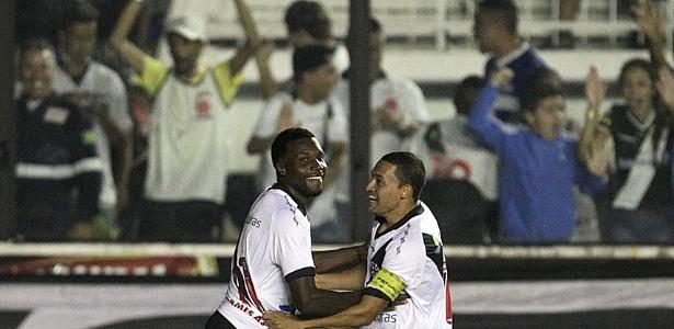 Tenorio comemora o gol da vitória do Vasco sobre a Portuguesa na estreia do Campeonato Brasileiro (25/05/2013)